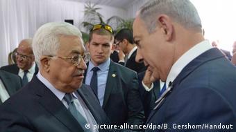 Jerusalem - Benjamin Netanyahu und Mahmoud Abbas bei Beerdigung von Shimon Peres