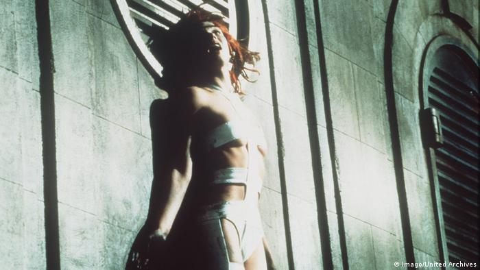 Film still The Fifth Element with Milla Jovovich (Imago/United Archives)