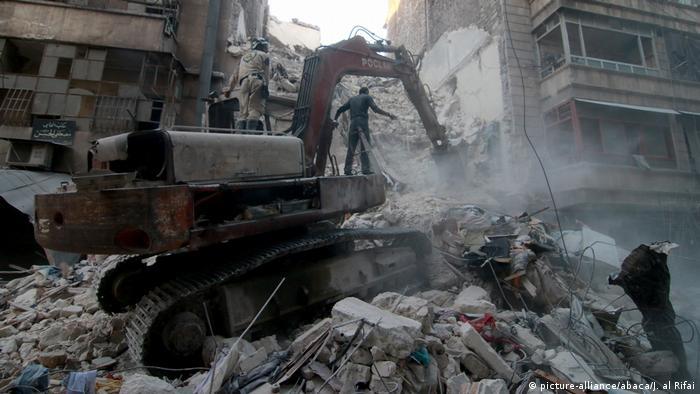 Syrien Aleppo - Zerstörung nach Luftangriff (picture-alliance/abaca/J. al Rifai)