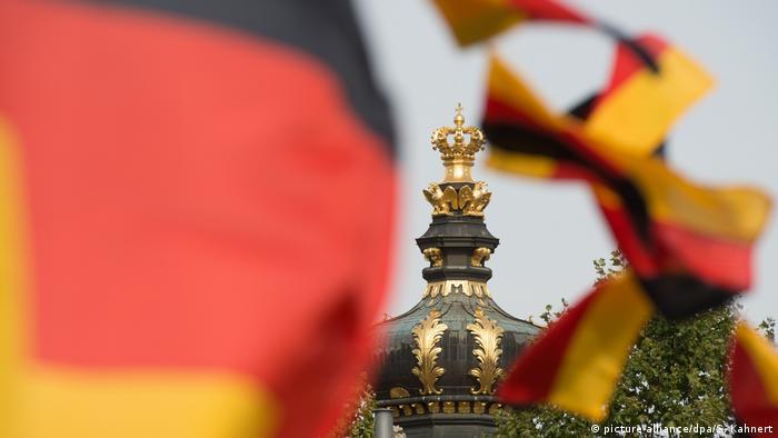Deutschland Dresden Vorbereitungen Feierlichkeiten Tag der Deutschen Einheit (picture-alliance/dpa/S. Kahnert)