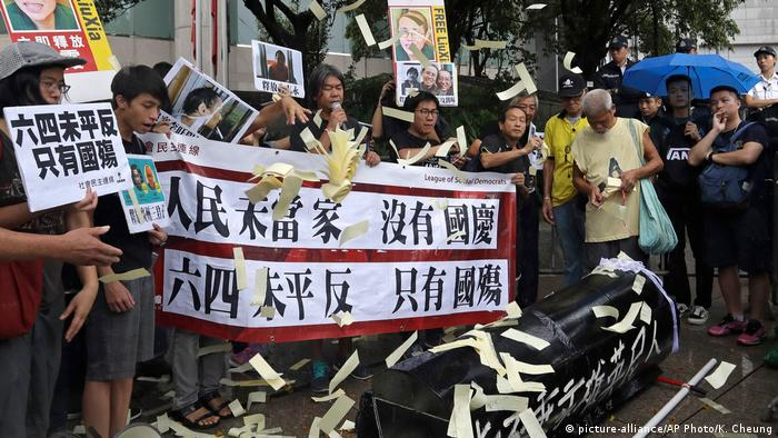Proteste in Honkong am Chinesischen Nationalfeiertag (picture-alliance/AP Photo/K. Cheung)