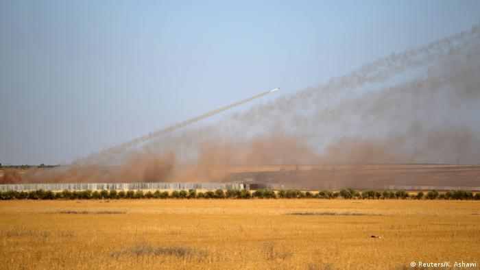 Syrien Bürgerkrieg Raketenangriffe Richtung Aleppo (Reuters/K. Ashawi)