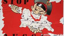 Ein Vampir frisst Georgien auf - zu sehen auf einem Plakat in Tiflis (Aufnahme vom 25.08.2008). Der Hass der Georgier auf die russischen «Aggressoren» hat kaum noch Grenzen. Vergleiche mit Hitlerdeutschland sind angesichts der andauernden russischen Truppenpräsenz in Georgien beliebte Motive auf Plakaten in der Hauptstadt Tiflis. Foto: Ulf Mauder (zu dpa-Korr. Adolf Putin - Nazisymbole und Gerüchte um Wowas Kindheitstrauma vom 26.08.2008) +++(c) dpa - Bildfunk+++