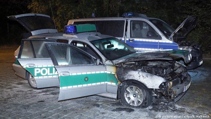 Deutschland Dresden Polizeifahrzeuge angezündet (picture-alliance/dpa/R. Halkasch)