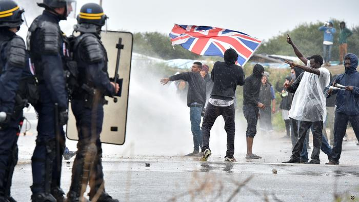 Frankreich Clalais Demonstrationen Flüchtlingscamp ( Getty Images/AFP/P. Huguen)