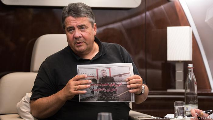 Sigmar Gabriel in the plane to Iran