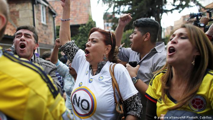Kolumbien Referendum Gegener des Friedensbakommens jubeln