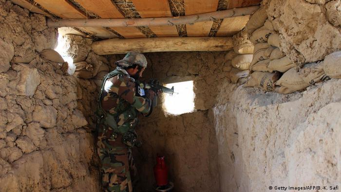 Афганский солдат с автоматом