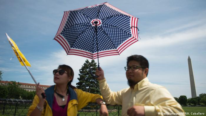 USA Chinesische Touristen in Washington (Getty Images/AFP/A. Caballero)