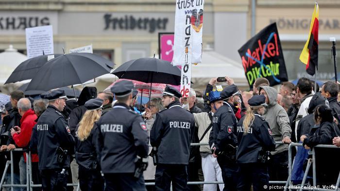 Deutschland Pegida Protest am Tag der Deutschen Einheit (picture-alliance/dpa/J. Woitas)