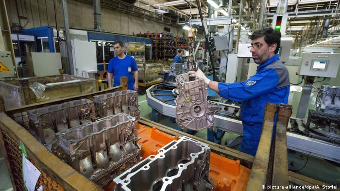 Iran | Iranischer Autohersteller Khodro Industrial Group (picture-alliance/dpa/A. Stoffel)