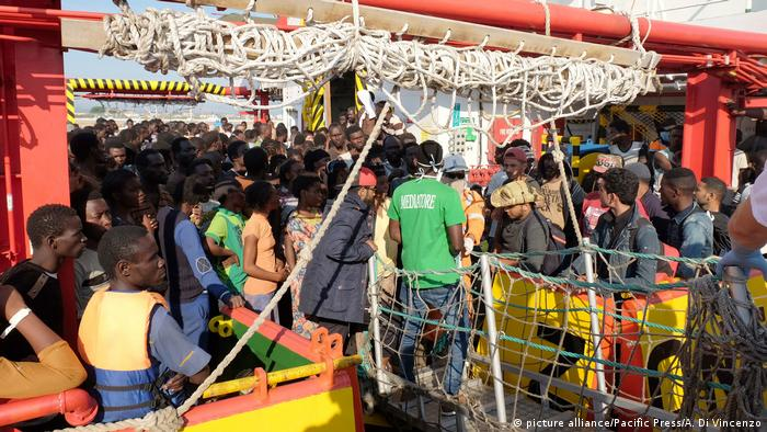 Migrants arrive in southern Italy (Photo by Alfonso Di Vincenzo / Pacific Press)