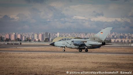 Avión Tornado de la Bundeswehr en la base de Incirlik, Turquía.
