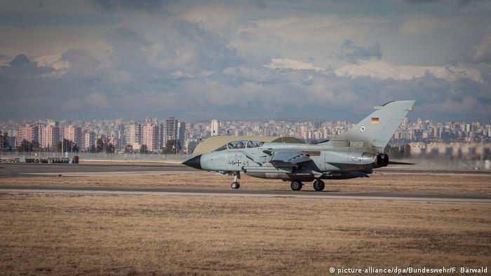 Türkei Bundeswehr Tornado auf dem Luftwaffenstützpunkt Incirlik (picture-alliance/dpa/Bundeswehr/F. Bärwald)