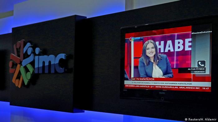 Arşiv - Banu Güven İMC TV'nin ana haber bülteninde, gazeteci ve siyasetçi Altan Öymen'le bir telefon bağlantısı gerçekleştiriyor (30.09.2016)