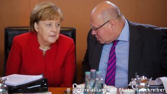 Berlin Kanzlerin Merkel und Peter Altmaier