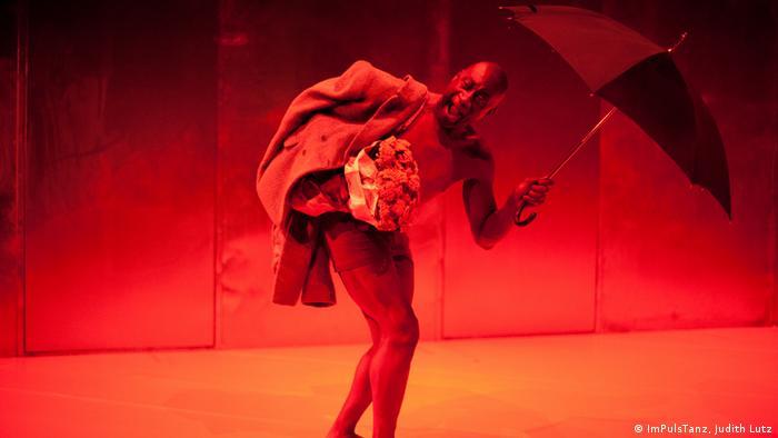 Ismael Ivo no espetáculo Francis Bacon, criado com o bailarino e diretor teatral Johann Kresnik