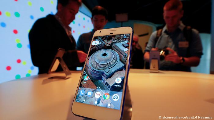 USA San Francisco PK Google Pixel phone launch (picture-alliance/dpa/J.G Mabanglo)