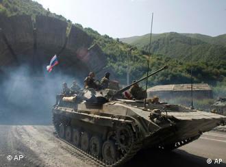 Ein russischer Panzer erreichte am Dienstag Nordossetien, Quelle: AP