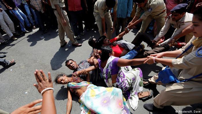 Indien Proteste gegen Benachteiligung von niedrigen Kasten (Reuters/A. Dave)