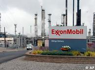 Один з нафтоперегонних заводів компанії Exxon Mobil