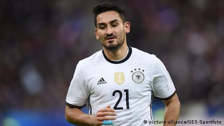 Deutschland Nationalspieler Ilkay Gündogan 2015 (picture-alliance/GES-Sportfoto)