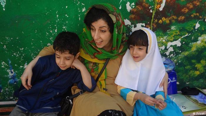 Narges Mohammadi mit ihren Kindern Ali und Kiana