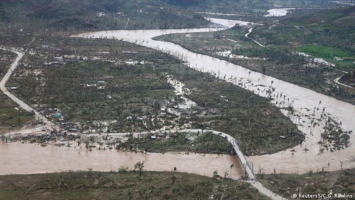No Haiti, muitos morreram em razão da queda de árvores, destroços carregados pelo vento ou pelas cheias dos rios.
