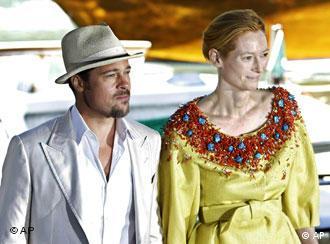 Brad Pitt y Tilda Swinton en Venecia, en la presentación de 'Burn after Reading'.