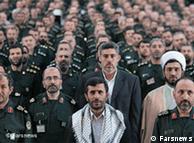 گروهی از فرماندهان سپاه به همراه احمدینژاد