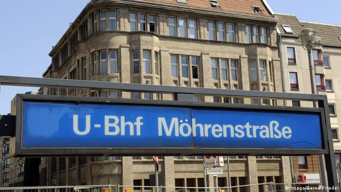 Sign to the U-Bahn station Mohrenstrasse changed to Möhrenstrasse