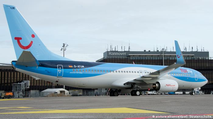 Tui Tuifly Flugzeug Boeing (picture-alliance/dpa/J. Stratenschulte)