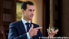 epa05573462 A handout picture made available on 06 October 2016 by Syria's offical Syrian Arab News Agency (SANA) shows Syrian President Bashar Al-Assad being interviewed by Danish journalist Rasmus Tantholdt (not pictured) for Denmarkâ··s TV2 channel in Damascus, Syria, 05 October 2016. EPA/SANA / HANDOUT HANDOUT EDITORIAL USE ONLY/NO SALES +++(c) dpa - Bildfunk+++