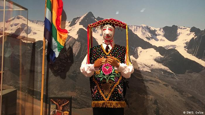 Pilgrim's costume in Sinakara, Peru (DW/S. Oelze)