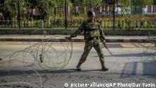 Indien Kaschmir Proteste Straßensperre