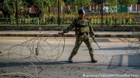<div>Kashmir: Why are militants targeting Modi's BJP leaders?</div>