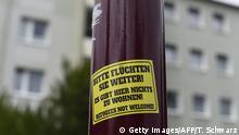 Deutschland Aufkleber mit fremdfeindlichen Parolen