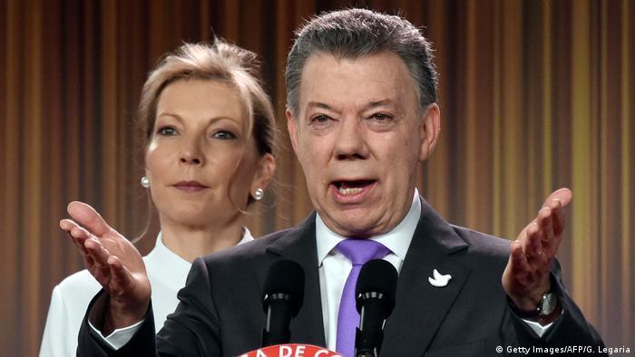 Kolumbien Bogota - Juan Manuel Santos bei Pressekonferenz zum Friedensnobelpreis