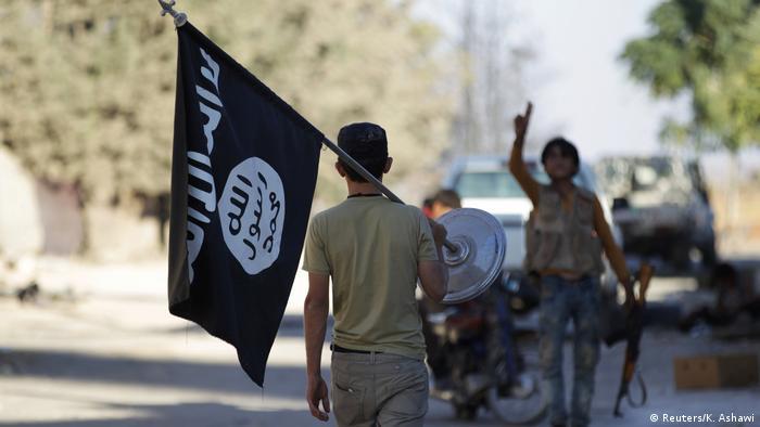 Syrien Krieg - Rebellen mit IS-Flagge in Aleppo