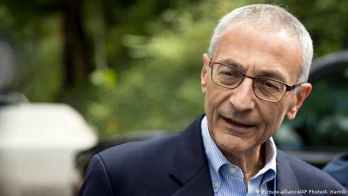 USA John Podesta, Vorsitzende der Kampagne Clintons (picture-alliance/AP Photo/A. Harnik)