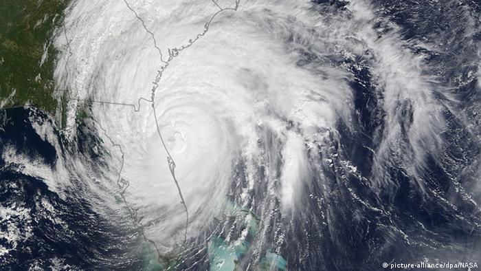 Orkan Matthew Satellitenbild Ostküste USA (picture-alliance/dpa/NASA)