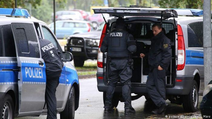 Deutschland Polizeieinsatz in Chemnitz (picture-alliance/dpa/B. März)