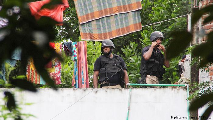 Bangladesh Extremisten werden von Sicherheitskräfte getötet (picture-alliance/AP Photo)