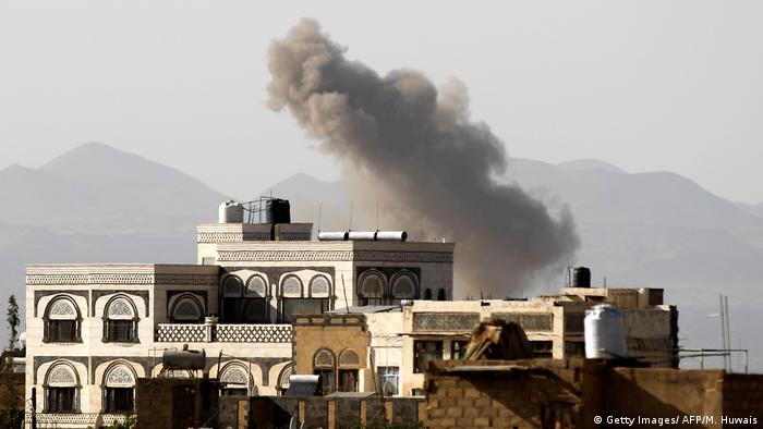 Yemen Luftangriff der Saudi-Koalition in Sanaa (Getty Images/ AFP/M. Huwais)