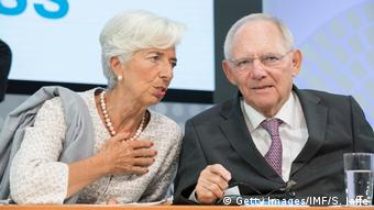 Σε αναμμένα κάρβουνα ο Σόιμπλε. Τι θα γίνει με το ΔΝΤ;