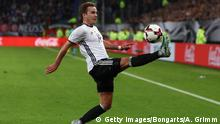 08.10.2016 *** HAMBURG, GERMANY - OCTOBER 08: Mario Goetze of Germany controles the ball during the FIFA World Cup 2018 qualifying match between Germany and Czech Republic at Volksparkstadion on October 8, 2016 in Hamburg, Germany. (Photo by Alex Grimm/Bongarts/Getty Images) © Getty Images/Bongarts/A. Grimm