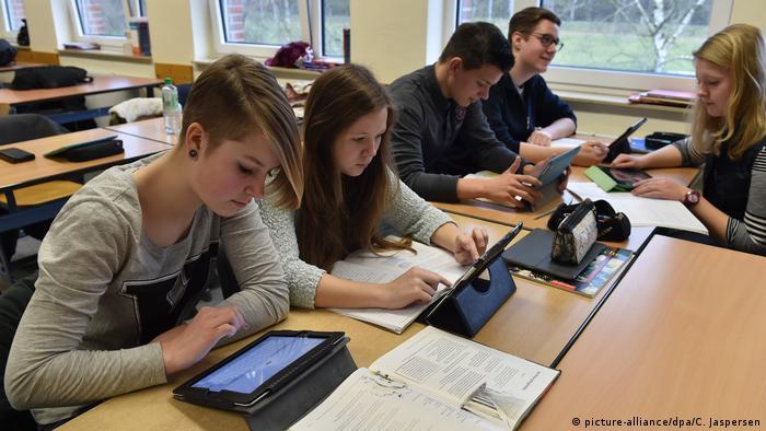 Deutschland Schulen und Internet im Unterricht (picture-alliance/dpa/C. Jaspersen)