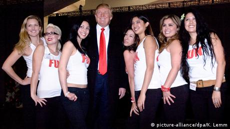 USA 2007 Donald Trump & Fun Girls (picture-alliance/dpa/K. Lemm)