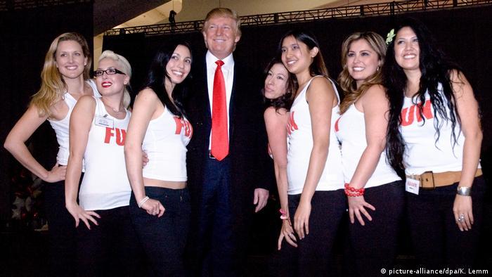 Трамп у товаристві моделей