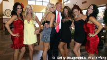 USA 2009 Donald Trump WWE Diva Girls